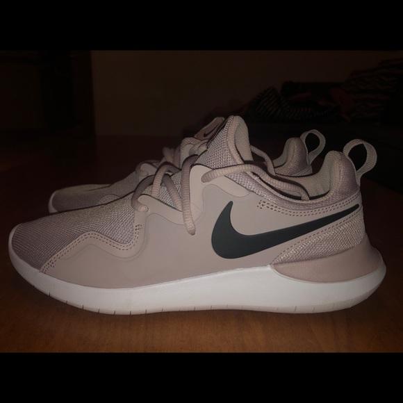90bd0acbbd7f1f Nike Tessen Women s athletic shoes. M 5c4b9ea9aa87700a51dbced5